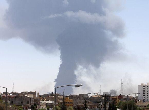 Λιβύη : Δεκάδες ρουκέτες έπληξαν την Τρίπολη