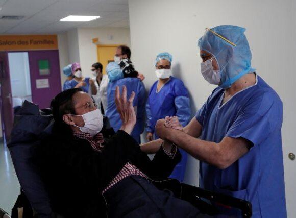 «Μην τα παρατάτε»: Το συγκινητικό μήνυμα ασθενή που ανάρρωσε από κοροναϊό