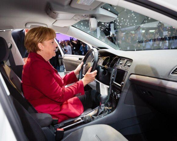 Οι Volkswagen και Daimler ζητούν κυβέρνητικά κίνητρα για την αύξηση της ζήτησης