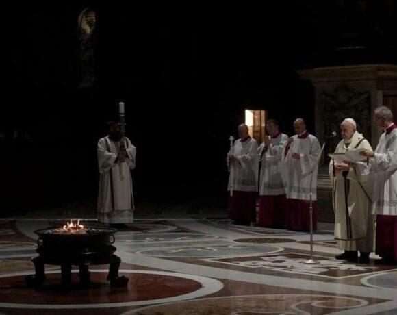 Πάπας Φραγκίσκος από τον άδειο Αγιο Πέτρο: Γίνετε αγγελιοφόροι της ζωής εν καιρώ θανάτου
