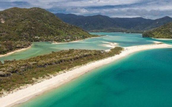 Ποιος υπουργός Υγείας έσπασε την καραντίνα και πήγε… παραλία