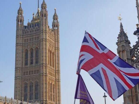 Πρόβλεψη σοκ για τη βρετανική οικονομία: Μείωση του ΑΕΠ πάνω από 30% Απρίλιο έως Ιούνιο