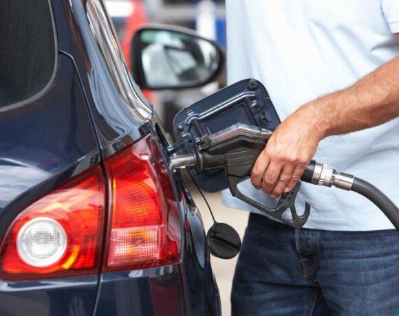 Σε ελεύθερη πτώση οι τιμές και η ζήτηση στα καύσιμα