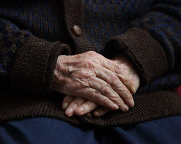 Στοιχεία που σοκάρουν : Το 50% των θανάτων από κοροναϊό σημειώνεται σε γηροκομεία