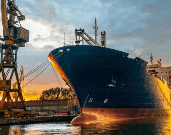 Στοκάρουν μεγάλες ποσότητες φθηνής βενζίνης – Έκρηξη στη ναυλαγορά δεξαμενόπλοιων