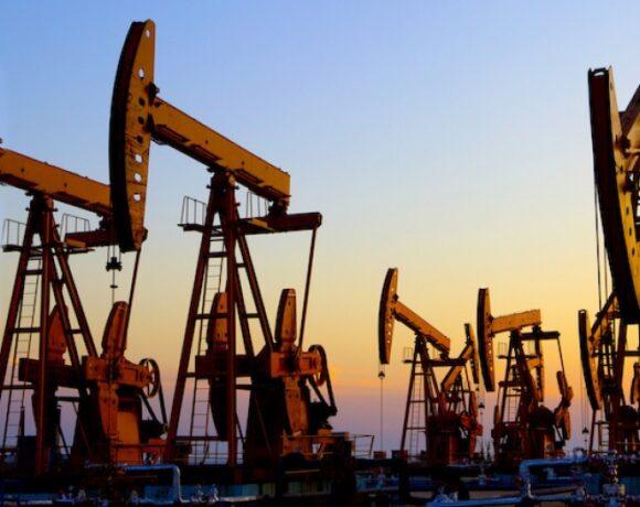 Συνεχίζεται η κατρακύλα στο πετρέλαιο – Απώλειες 12% σήμερα