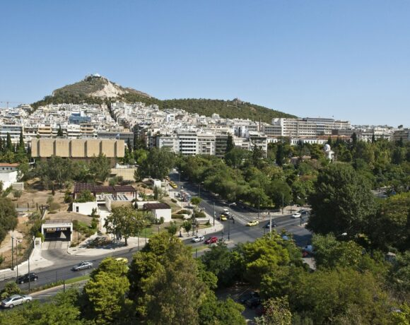 Covid-19: Greece to Extend Support to Businesses, Employees in May if Needed