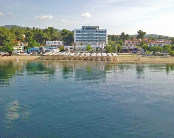 Cronwell Hotels Offers Free Holidays to Greek Healthcare Professionals