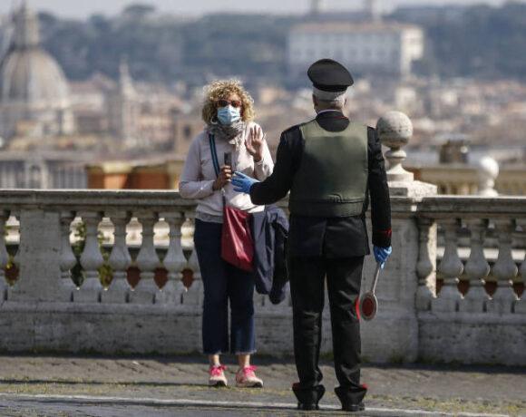 DW: Θα ζημίωναν ή θα ωφελούσαν τα ευρωομόλογα την Ιταλία;