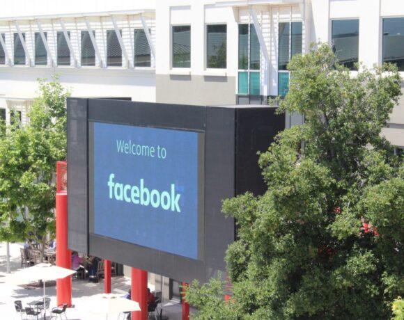 Facebook: Μπλοκάρει μηνύματα και εκδηλώσεις υπερ της άρσης των περιοριστικών μέτρων