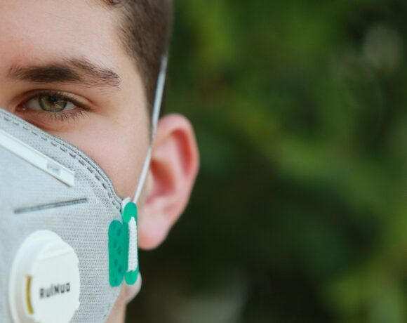 Greece Sets Face Mask Rule to Contain Covid-19 Spread