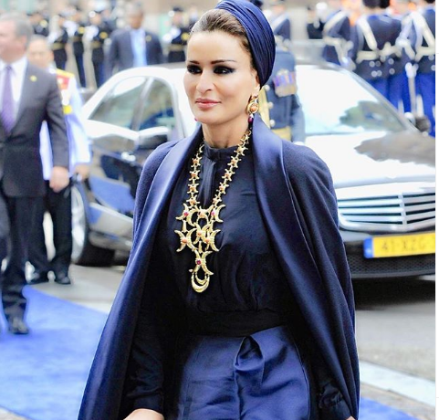 H πανίσχυρη Σεΐχα Μόζα του Κατάρ αγόρασε το θρυλικό Ritz του Λονδίνου