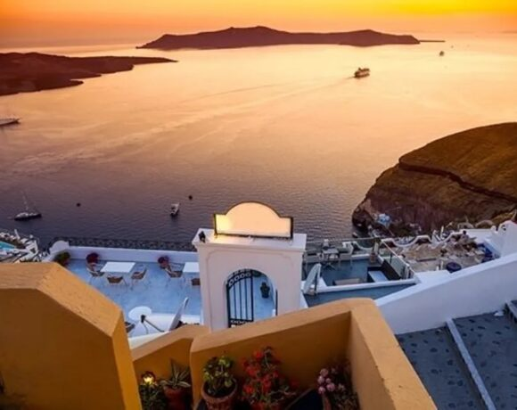 Santorini Among 7 Most Beautiful Islands on the Planet, Says CNT Middle East