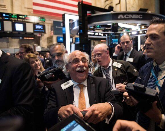 Speedάρει η Wall Street με το βλέμμα στην άρση του lockdown