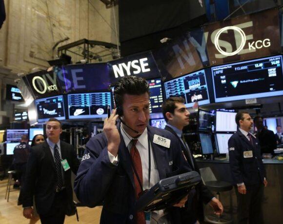 Wall Street: Με άνοδο 300 μονάδων ο Dow Jones εν μέσω αισιοδοξίας για επανανεκκίνηση της οικονομίας