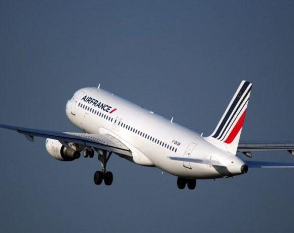 Air France: Υποχρεωτική η χρήση μάσκας σε όλες τις πτήσεις