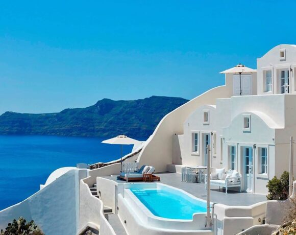 Canaves Oia on Santorini Takes Covid-ready Approach – Opening July 1