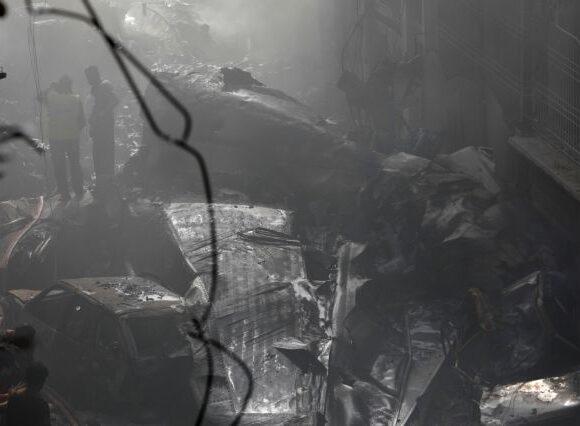 Αεροπορική τραγωδία στο Πακιστάν: Συγκλονίζουν οι μαρτυρίες των δύο επιζώντων