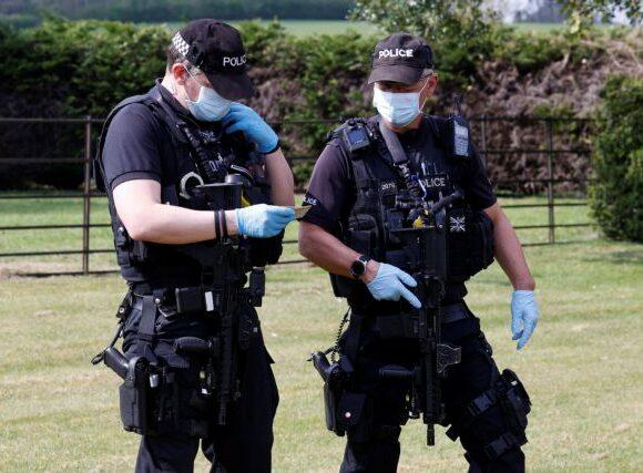 Απίστευτο: Έβηχαν και έφτυναν σε αστυνομικούς και έλεγαν πως έχουν κοροναϊό