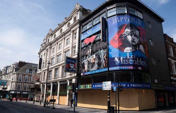 Απώλειες εκατομμυρίων και κίνδυνος «λουκέτων» από το West End έως το Broadway