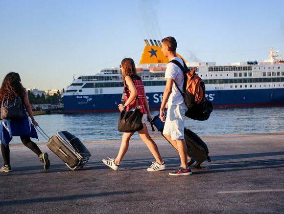 Αυξάνεται ο αριθμός επιβατών σε πλοία μετά τις 15 Ιουνίου