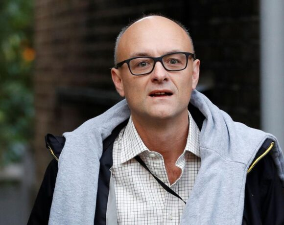 Βρετανική Αστυνομία : Έλασσον ζήτημα η παραβίαση των κανόνων του lockdown από τον Κάμινγκς