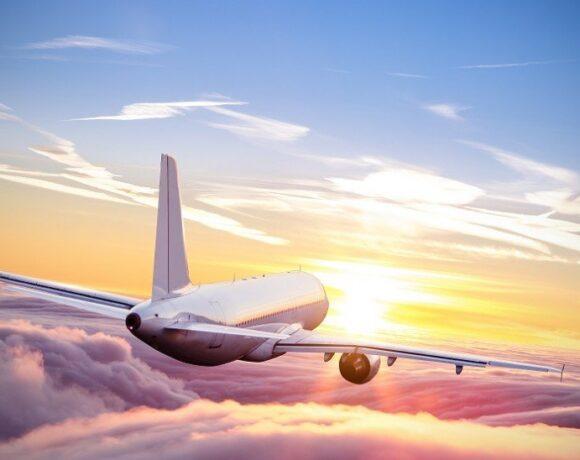 Διευρύνονται οι πτήσεις εσωτερικού – Υποχρεωτική η χρήση μάσκας