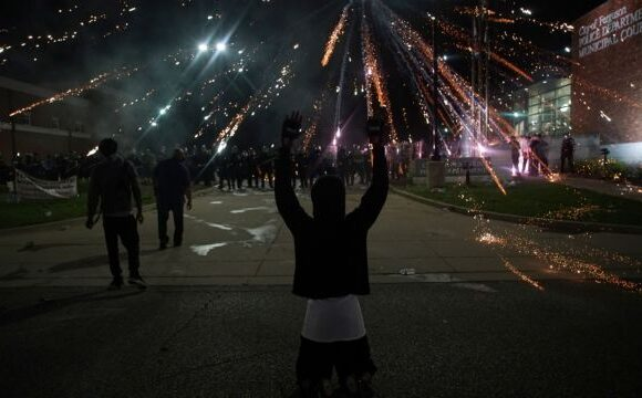 Δολοφονία Τζορτζ Φλόιντ: Επεισόδια και δακρυγόνα στις ΗΠΑ – Ακόμη ένας νεκρός διαδηλωτής