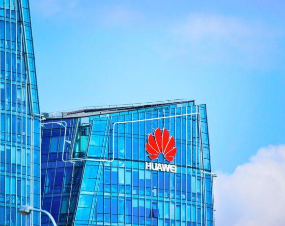 Η Βρετανία δημιουργεί συμμαχική δύναμη κόντρα στη Huawei