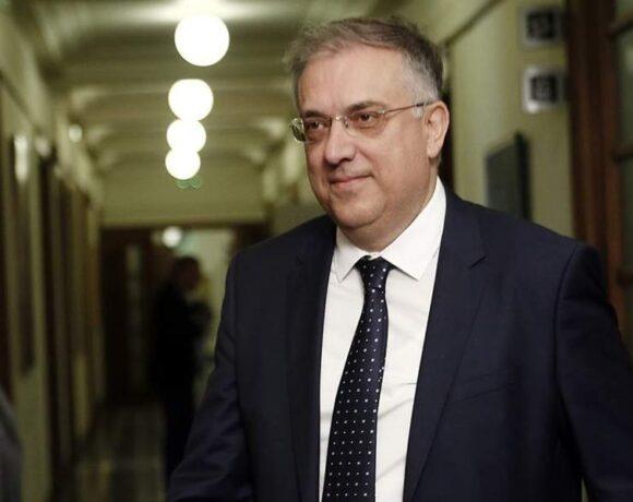 Θεοδωρικάκος: Δεν υπάρχει θέμα μείωσης μισθών στο Δημόσιο