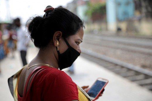Ινδία: Υποχρεωτική η παρακολούθηση εργαζομένων μέσω app για Covid-19