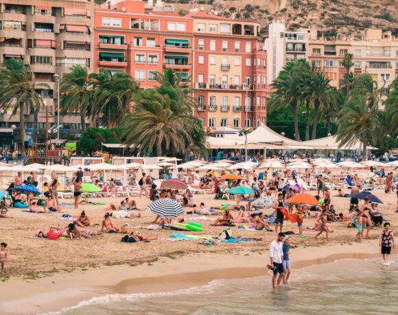 Ισπανία: Προσπάθεια για άνοιγμα συνόρων στους διεθνείς τουρίστες από τα τέλη Ιουνίου