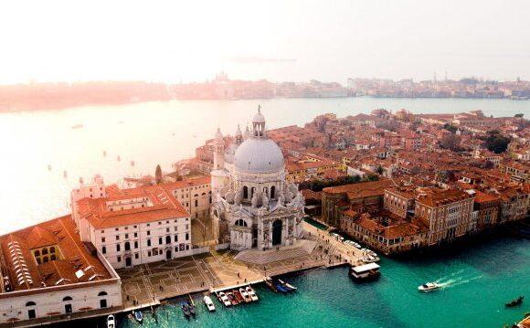 Ιταλία: «Δώρο» 500 ευρώ για την πραγματοποίηση διακοπών