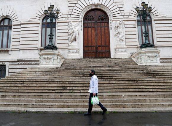 Ιταλία: Μείωση θανάτων και κρουσμάτων – Προ των πυλών άνοιγμα των καταστημάτων