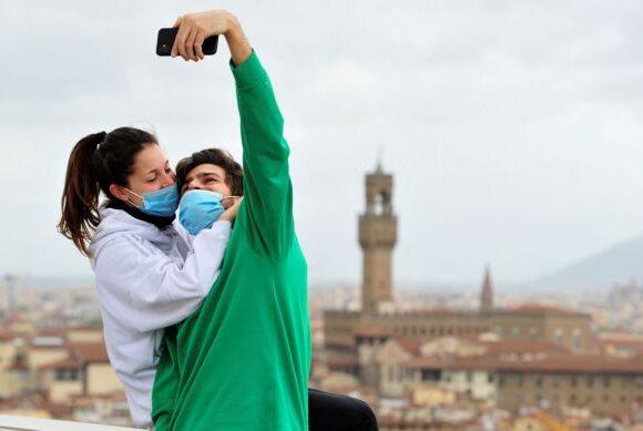 Ιταλία: «Ναι» στις συναντήσεις αν υπάρχει «μόνιμη αισθηματική σχέση»