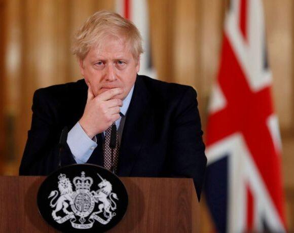 Κοροναϊός: Τη χαλάρωση των μέτρων στις 26 Μαΐου στη Βρετανία εξετάζει ο Τζόνσον