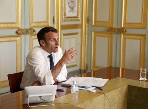 Μακρόν: Αυτό το καλοκαίρι θα παραμείνουμε μεταξύ Ευρωπαίων