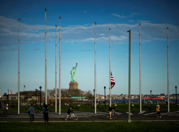 Νέα Υόρκη: Τις φάσεις επανεκκίνησης της οικονομίας παρουσίασε ο Κουόμο