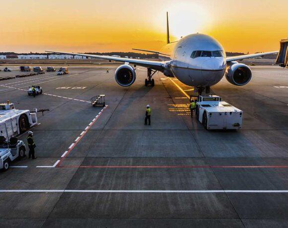 Οι Βρυξέλλες θα συστήσουν σε αεροπορικές και ταξιδιωτικές εταιρείες να προσφέρουν κουπόνια