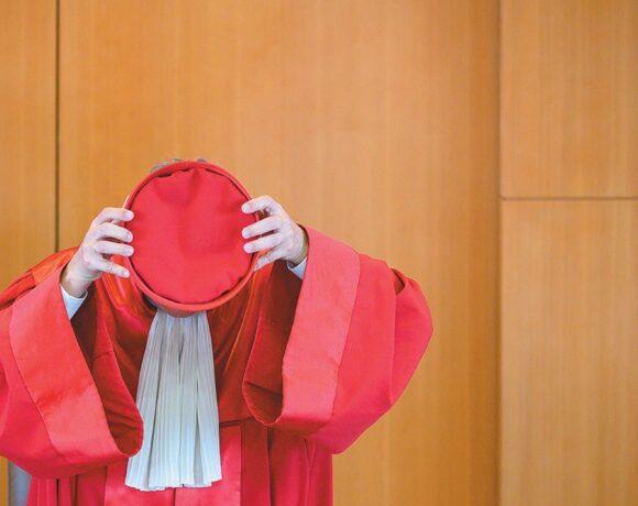 Οι «κόκκινοι δικαστές» της Γερμανίας θα διαλύσουν ή θα φτιάξουν την Ευρωζώνη;