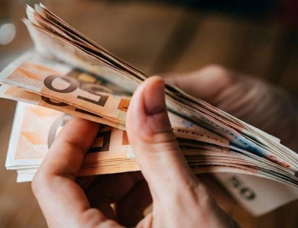 Πόσοι και γιατί δεν πήραν τα €800 από ελεύθερους επαγγελματίες και επιχειρήσεις