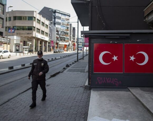 Σε τέσσερις φάσεις η άρση του lockdown στην Τουρκία