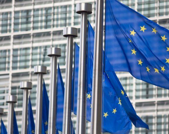 Στο πλευρό του ΠΟΥ η ΕΕ μετά την αποχώρηση των ΗΠΑ