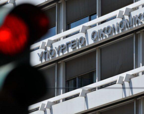 Τι απαντάει το ΥΠΟΙΚ για τις προβλέψεις ύφεσης της Κομισιόν