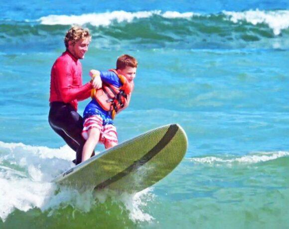 «Το σέρφινγκ με παιδιά με αυτισμό η καλύτερη στιγμή της χρονιάς»