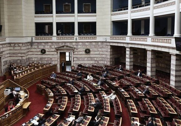 Υπερψηφίστηκε στη Βουλή το νοιμοσχέδιο του υπουργείου Τουρισμού
