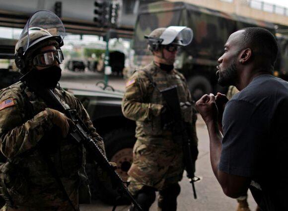 Υπόθεση Φλόιντ : Απαγόρευση κυκλοφορίας στη Μινεάπολη επέβαλε ο δήμαρχος