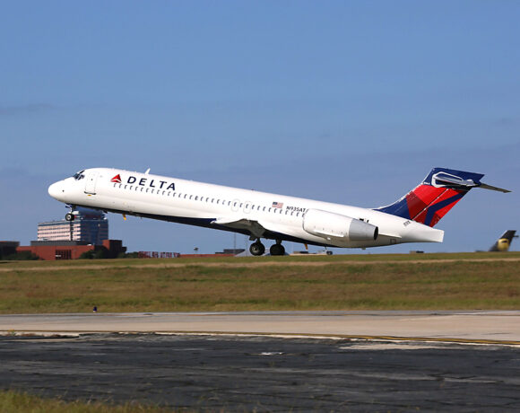 Delta: All Customers Must Wear Face Coverings for Travel
