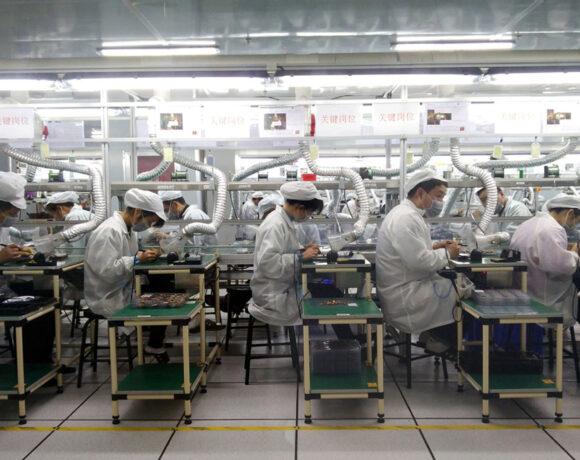 Foxconn: Αρνητικό ρεκόρ 20 ετών για τα κέρδη της εταιρείας