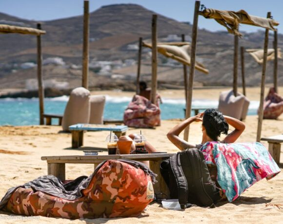 Greek Organized Beaches to Reopen with Rules